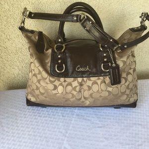 Coach handbag color brown size S